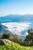 Ανατολή, σύννεφο της θάλασσας, βράχοι και mounatin Yushan κάτω από τον ουρανό στο εθνικό πάρκο Alishan (βουνό του Ali) Στοκ Φωτογραφίες