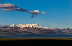 Ανατολή του βουνού χιονιού στοκ εικόνα