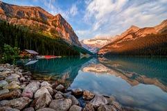 Ανατολή του Lake Louise, Banff Στοκ Εικόνα