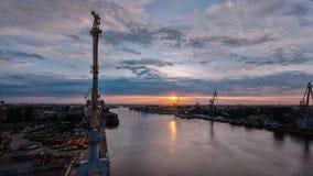 Ανατολή timelapse Πανοραμική άποψη του ποταμού Neva στην αυγή γέφυρα okhtinsky Πετρούπολη Ρωσία Άγιος απόθεμα βίντεο