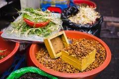 Ανατολικές λιχουδιές στην πώληση σε μια αγορά οδών στοκ φωτογραφία με δικαίωμα ελεύθερης χρήσης