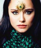 Ανατολική πραγματική μουσουλμανική γυναίκα ομορφιάς με στενό επάνω κοσμήματος, WI νυφών στοκ φωτογραφίες