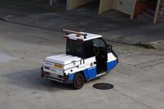 Αναχαιτιστής επιβολής χώρων στάθμευσης SFMTA που σταθμεύουν στην οδό Στοκ Εικόνα