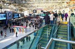 Αναχωρήσεις του Λονδίνου σταθμών του Βατερλώ Στοκ φωτογραφία με δικαίωμα ελεύθερης χρήσης