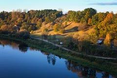 Αναχώματα του Αλύτους και ποταμός Nemunas, άποψη από την άσπρη ροδαλή γέφυρα στοκ φωτογραφία