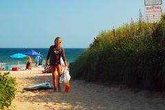 Αναχώρηση της παραλίας στο τέλος ημερών στοκ φωτογραφίες με δικαίωμα ελεύθερης χρήσης