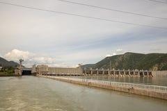 Αναχώρηση των κλειδαριών των υδροηλεκτρικών εγκαταστάσεων πυλών σιδήρου στοκ φωτογραφία με δικαίωμα ελεύθερης χρήσης