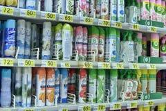 Αναψυκτικό αέρα ψεκασμού στην υπεραγορά στοκ φωτογραφία