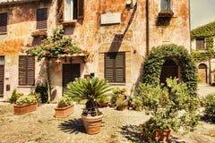 Αναλαμπή του μεσαιωνικού χωριού Ostia Antica στο della Rocca πλατειών - Ostia Antica - της Ρώμης Στοκ φωτογραφία με δικαίωμα ελεύθερης χρήσης