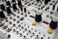 Αναλογικός συνθέτης, μακροεντολή εξογκωμάτων στον εξοπλισμό μουσικής Στοκ φωτογραφία με δικαίωμα ελεύθερης χρήσης
