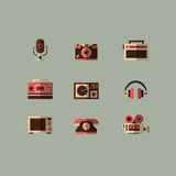 Αναδρομικά εικονίδια συσκευών μέσων καθορισμένα διανυσματικά Στοκ Φωτογραφίες