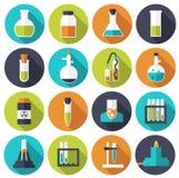 Αναδρομικά πειράματα σε μια χημεία επιστήμης Στοκ φωτογραφίες με δικαίωμα ελεύθερης χρήσης