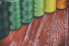 Αναδρομικά στροφία νημάτων φωτογραφιών για το ράψιμο και τη ραπτική Στοκ Εικόνα