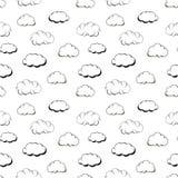 Αναδρομικά σύννεφα χάραξης χεριών άσπρο σε άνευ ραφής απεικόνιση αποθεμάτων