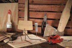 Αναδρομικά τυποποιημένα παλαιά εργαλεία στον ξύλινο πίνακα joinery Στοκ φωτογραφίες με δικαίωμα ελεύθερης χρήσης