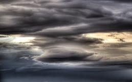 αναδρομικά φωτισμένα σύννεφα στοκ εικόνες