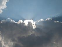 αναδρομικά φωτισμένα σύννεφα Στοκ φωτογραφία με δικαίωμα ελεύθερης χρήσης