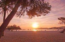 Αναδρομικά φωτισμένοι αριθμοί σκιαγραφιών για την παραλία Στοκ φωτογραφίες με δικαίωμα ελεύθερης χρήσης
