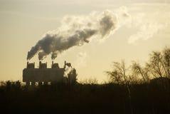 Αναδρομικά φωτισμένο εργοστάσιο Στοκ Εικόνες