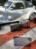 Αναδρομικές αυτοκίνητο και βαλίτσα Στοκ Εικόνα