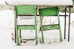 Αναδρομικές εκλεκτής ποιότητας καρέκλες παλιού σχολείου Στοκ φωτογραφία με δικαίωμα ελεύθερης χρήσης