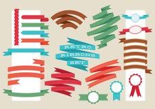 Αναδρομικές κορδέλλες και ετικέτες καθορισμένες επίσης corel σύρετε το διάνυσμα απεικόνισης Στοκ Εικόνα