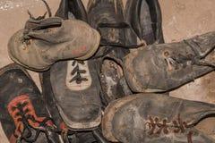 Αναδρομικές φορεμένες μπότες σκι Στοκ Φωτογραφίες