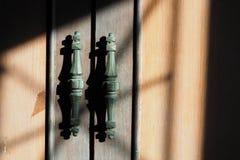 Αναδρομική λαβή ντουλαπών με τη σκιά Στοκ Εικόνες