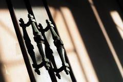 Αναδρομική λαβή ντουλαπών με τη σκιά Στοκ φωτογραφία με δικαίωμα ελεύθερης χρήσης