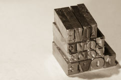 Αναδρομική αγάπη λέξης μετάλλων προσθηκών Στοκ εικόνα με δικαίωμα ελεύθερης χρήσης