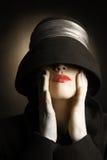 Αναδρομική γυναίκα στον τρύγο καπέλων Στοκ φωτογραφία με δικαίωμα ελεύθερης χρήσης