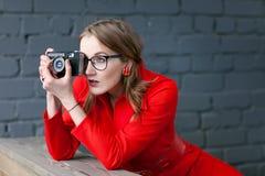 αναδρομική γυναίκα ύφου&sigm Στοκ φωτογραφία με δικαίωμα ελεύθερης χρήσης