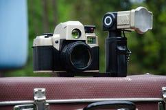 Αναδρομική εικόνα ύφους με το παλαιό photocamera Στοκ εικόνα με δικαίωμα ελεύθερης χρήσης