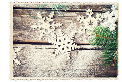 Αναδρομική κάρτα που απομονώνεται στο λευκό με διακοσμητικά Snowflakes Χριστουγέννων Στοκ φωτογραφίες με δικαίωμα ελεύθερης χρήσης