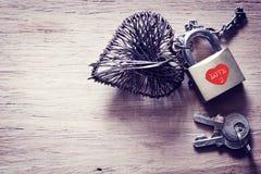 Αναδρομική κάρτα της εκλεκτής ποιότητας καρδιάς μετάλλων Στοκ φωτογραφία με δικαίωμα ελεύθερης χρήσης