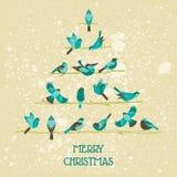 Αναδρομική κάρτα Χριστουγέννων - πουλιά στο χριστουγεννιάτικο δέντρο Στοκ Εικόνες