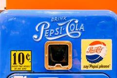 Αναδρομική μηχανή πώλησης της Pepsi-Cola στοκ φωτογραφίες
