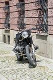 Αναδρομική μοτοσικλέτα στην οδό Στοκ Εικόνες