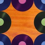 Αναδρομική μουσική σχεδίων στο ξύλινο υπόβαθρο, άνευ ραφής Στοκ φωτογραφία με δικαίωμα ελεύθερης χρήσης