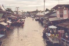 Αναδρομική να επιπλεύσει αγορά στην Ταϊλάνδη Στοκ Εικόνες