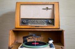 Αναδρομική ραδιο και εκλεκτής ποιότητας περιστροφική πλάκα Στοκ Εικόνα