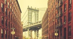 Αναδρομική τυποποιημένη γέφυρα του Μανχάταν που βλέπει από Dumbo, Νέα Υόρκη Στοκ φωτογραφία με δικαίωμα ελεύθερης χρήσης