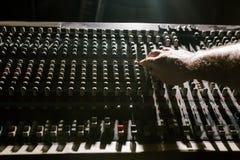 Αναδρομική υγιής κινηματογράφηση σε πρώτο πλάνο αναμικτών η ανασκόπηση είναι μπορεί διαφορετικοί σκοποί μουσικής απεικόνισης χρησ Στοκ φωτογραφίες με δικαίωμα ελεύθερης χρήσης
