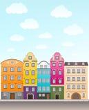 Αναδρομικοί σπίτια και ουρανός με τα σύννεφα Στοκ Εικόνες