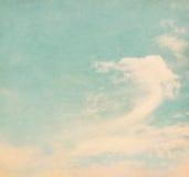Αναδρομικοί σύννεφα και ουρανός Στοκ Φωτογραφία