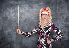 Αναδρομικός δάσκαλος με τον ξύλινο δείκτη Στοκ εικόνες με δικαίωμα ελεύθερης χρήσης