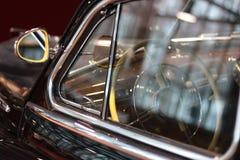 Αναδρομικός-αυτοκίνητο στο μουσείο Στοκ φωτογραφία με δικαίωμα ελεύθερης χρήσης