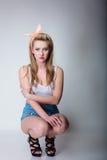 Αναδρομικός προσδιορισμός κοριτσιών μόδας καρφιτσών επάνω ξανθός Στοκ εικόνα με δικαίωμα ελεύθερης χρήσης