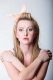 Αναδρομικός προσδιορισμός κοριτσιών μόδας καρφιτσών επάνω ξανθός Στοκ εικόνες με δικαίωμα ελεύθερης χρήσης
