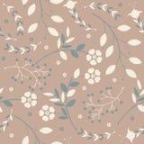 Αναδρομικό άνευ ραφής σχέδιο με τα χαριτωμένα λουλούδια, τα φύλλα και τα μούρα Στοκ φωτογραφία με δικαίωμα ελεύθερης χρήσης
